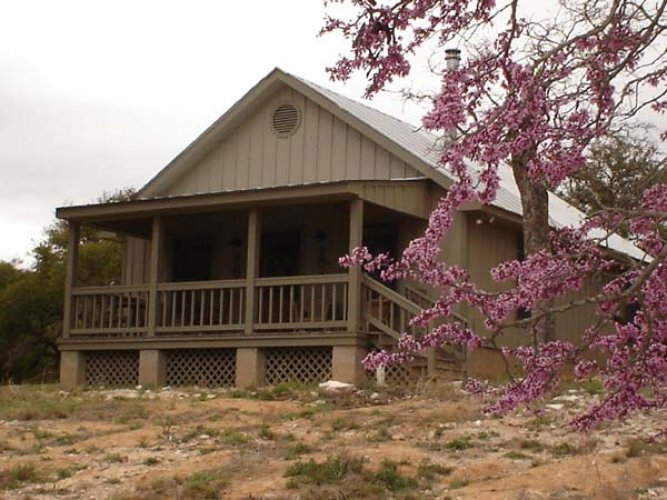 Texas hill country cabin to rent fredericksburg tx for Hillside country cabins